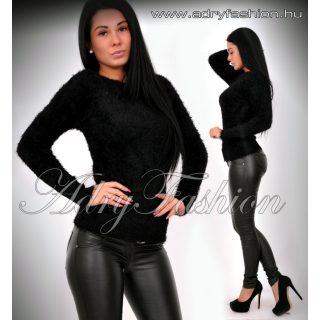 Natasha fekete csónak nyakú szőrös pulcsi