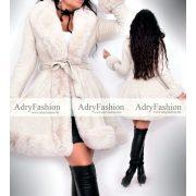 Szőrme béléses törtfehér irha jellegű velúros kabát