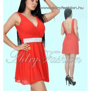 Piros mell alatt gumírozott női alkalmi ruha strassz díszítésű övvel