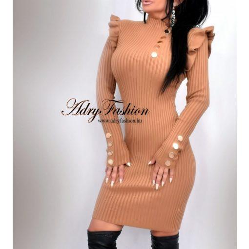 Világos barna magas nyakú bordás női ruha-arany színű gombokkal