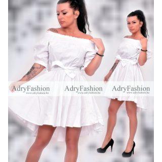 Fehér színű, derekán szalagos női ruha