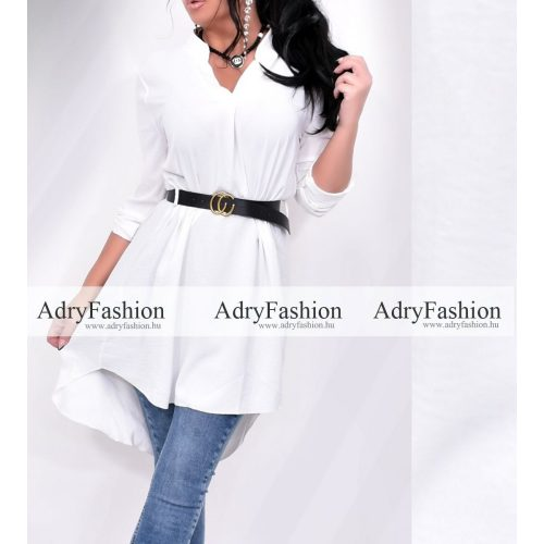Fehér színű elöl rövidebb hátul hosszú női ingruha fekete övvel